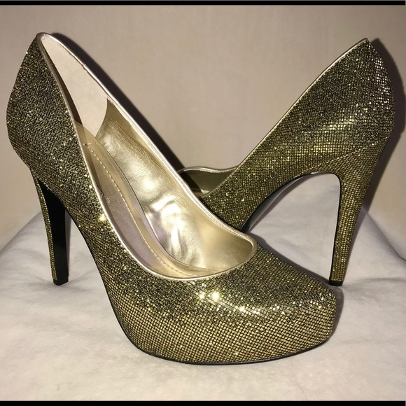 "ad45a19c3982 New in box BCBG 7.5 Gold heels ""Parade"". NWT. BCBGeneration"